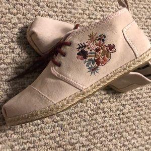 Toms shoes/boots